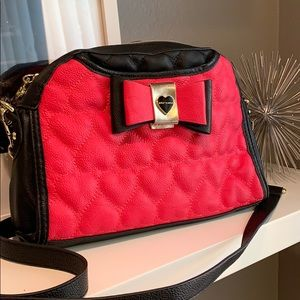 BETSEY JOHNSON Pink Black Quilted Heart Crossbody